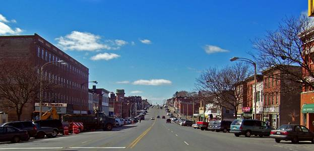 http://upload.wikimedia.org/wikipedia/commons/c/c7/Broadway,_Newburgh_NY.jpg
